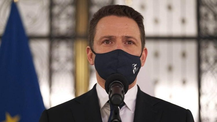 Prezydent Warszawy po pobycie w szpitalu w związku z COVID-19 jest już w domu