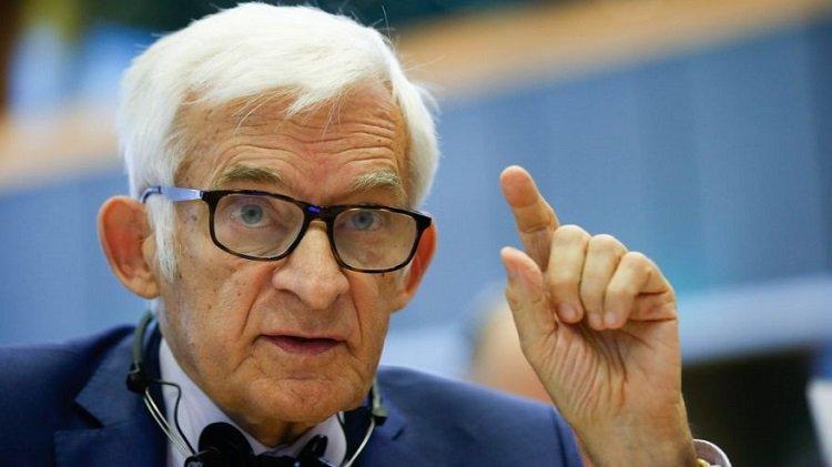 Buzek: UE zainwestowała w badania nad szczepionką i odnieśliśmy szybki sukces