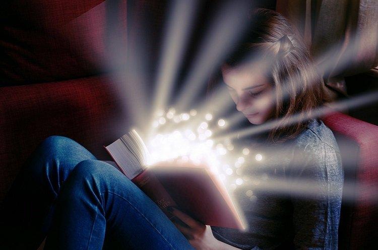 Badania: inteligentni nastolatkowie częściej lubiani przez swoich rówieśników