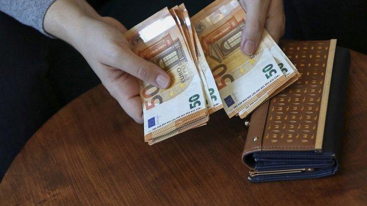 Raport: 43 proc. obywateli UE uważa się za wrażliwych konsumentów